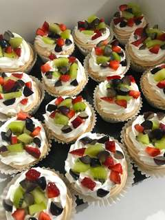 16pc Yummy Mini Pavlova