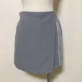 🚚 全新,時尚運動風,側滾邊一片裙設計短褲,褲裙,灰
