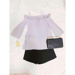 🚚 MOMA一字領蕾絲平口細緻細摺百褶質感灰上衣