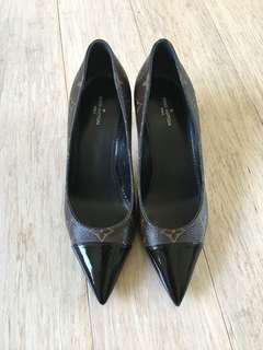 💯 authentic Louis Vuitton shoes - size 36