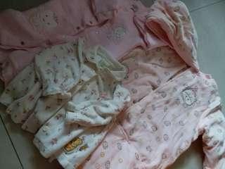 大量嬰幼兒衣物
