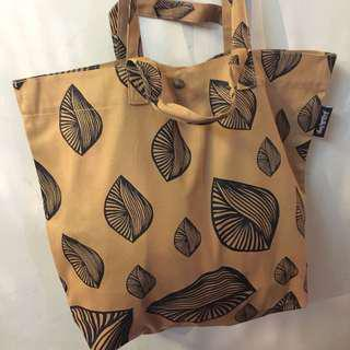 SHELL SERIES (Dump-It-All-In Large Canvas Tote Bag)