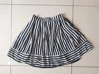 Black and whitr monotone stripes skirt