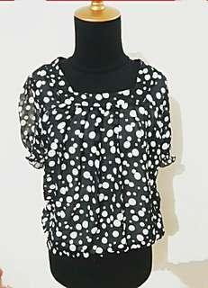Flowy blouse polkadot