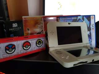 New Nintendo 3DS With 5 Games And Face Plates