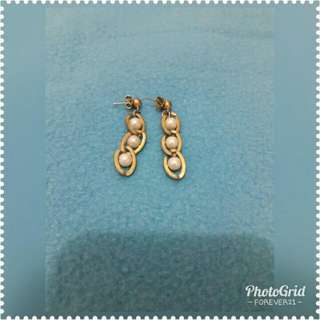 Fancy Gold with pearl earings