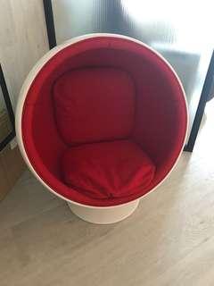 Mini ball chair 購自indigo