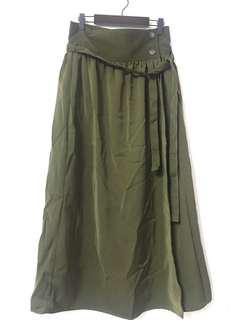挺版墨綠內扣一片裙