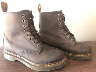 Dr Martens 8up boots