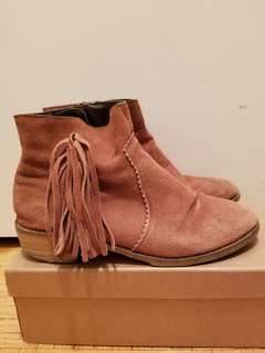 Suede apricot fringed boots