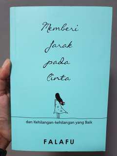 Memberi Jarak pada Cinta - Falafu (like new)