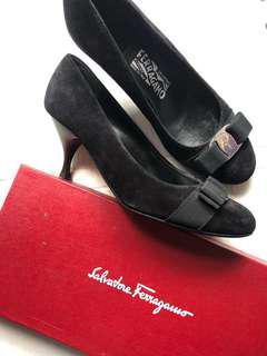 AUTH Salvatore Ferragamo shoes black suede heels size 7d