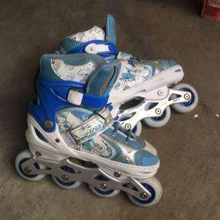 Sepatu roda anak kelas 4 SD