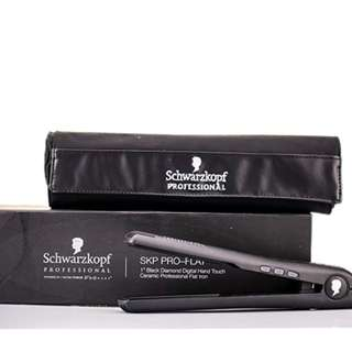 "Schwarzkopf Professional SKP Pro Flat Black Diamond 1"" Flat Iron"