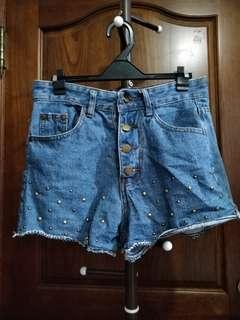 鉚釘牛仔短褲 M號