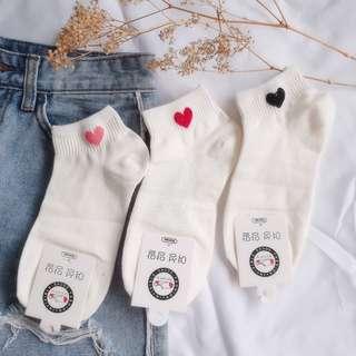 💖❤🖤 Uzzlang Heart Embroidered Socks (White)