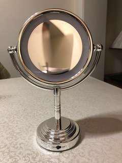 Light up face mirror