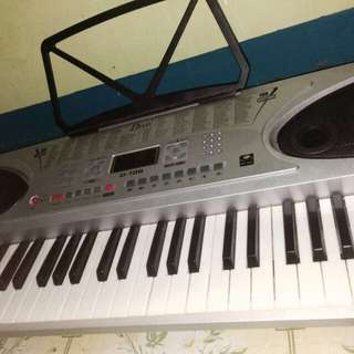 RUSH SALE!!! DAVIS ELECTRONIC KEYBOARD!!!