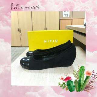 Black Suede Shoes (MITJU)