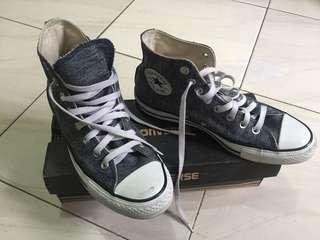Sepatu converse (limited edition)