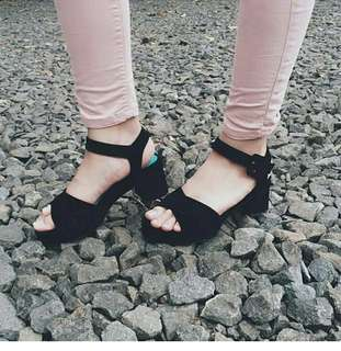 Zanana wedges black #mauiphonex