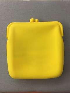 🚚 黃色隨身小包(附揹帶)