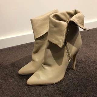 Brand new Siren lambskin leather boots in beige size 8