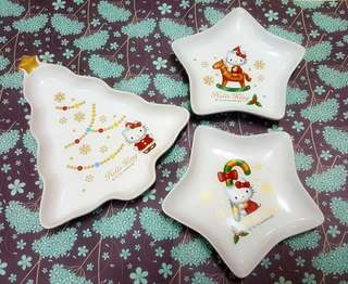 Hello Kitty Christmas plates