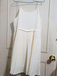 🔴私物🔴GU白色細肩帶百褶裙 內搭裙