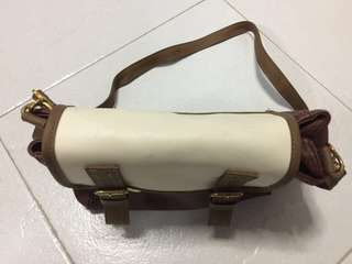 Brand new elegant looking brown sling bag Going cheap, priced to sell Going cheap for $8 only Check out my other cheap stuff in Carousel Deal at Novena or Pioneer MRT or any station convenient for both Sms 91915135 to deal