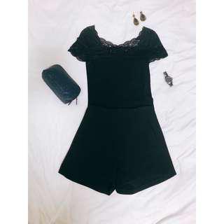 🚚 MOMA小性感黑色螺紋小包袖蕾絲方領V領全新上衣