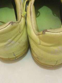 Sepatu futsal adidas V kondisi masih lumayan bagus baru 5x dipakai