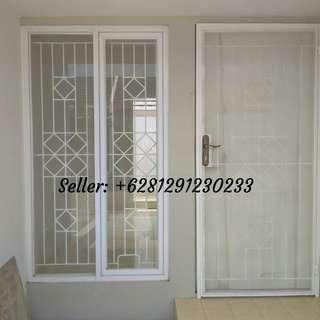 Tralis dan pintu dobel