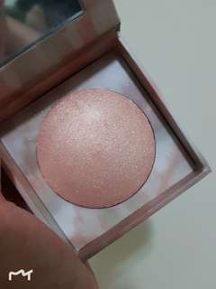 Urban Decay NAKED Illuminated - shimmering powder for face and body