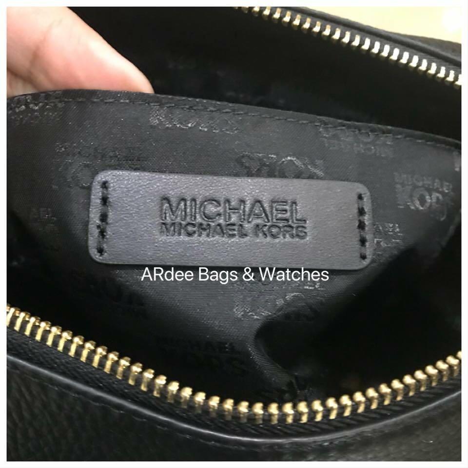 eb57ce4729 💯% Authentic Michael Kors Aria Medium Size