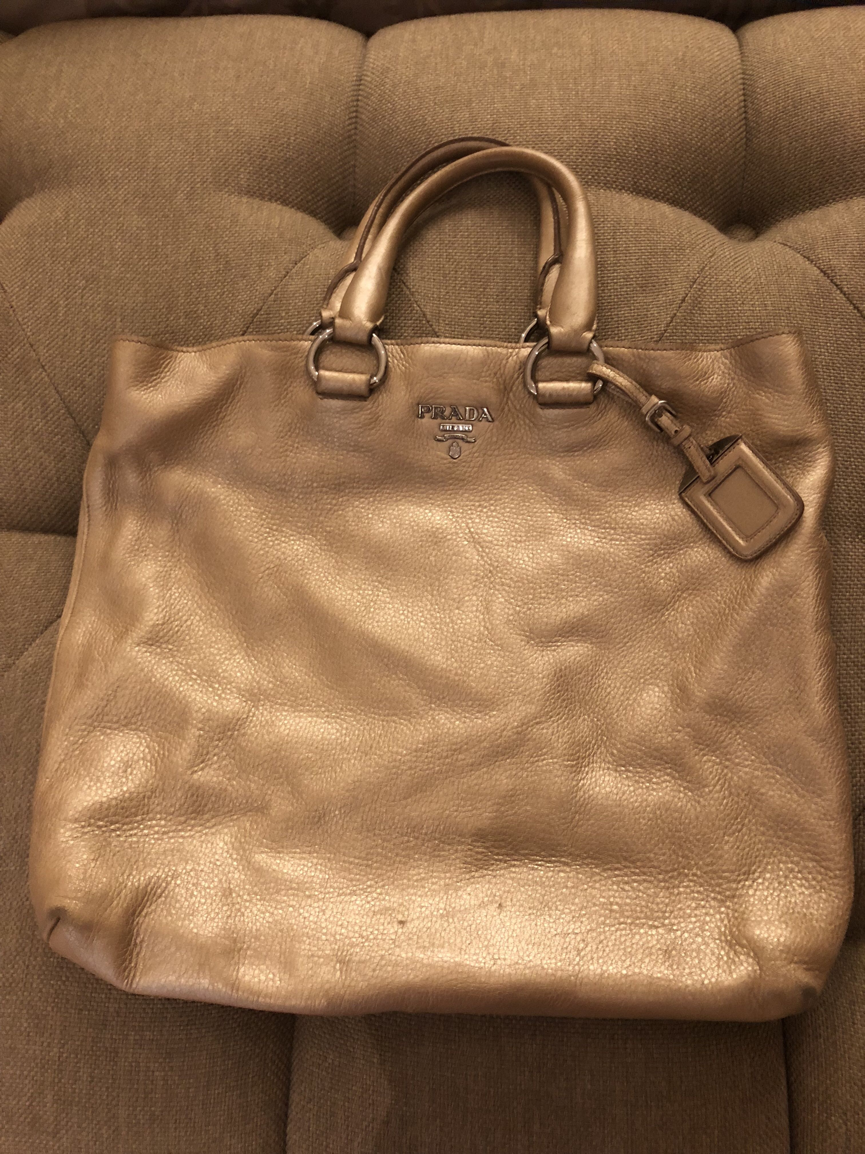 9e571a8f3cf032 new arrivals authentic prada tote bag preloved fesyen wanita tas dompet di  bbef4 61203