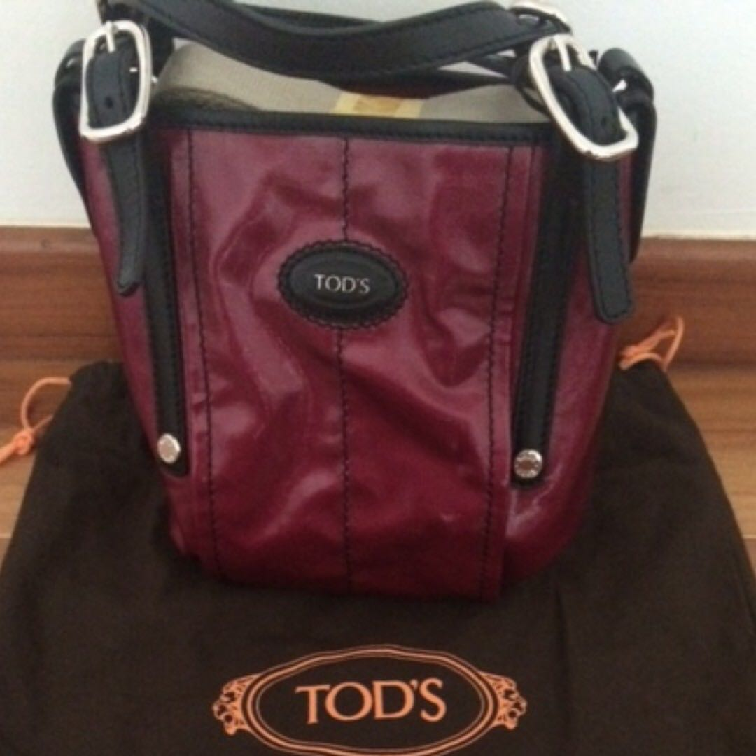 ea5e7c727b BN Authentic TOD'S Women's Red G-line Mini Shopping Bag, Luxury, Bags &  Wallets, Handbags on Carousell