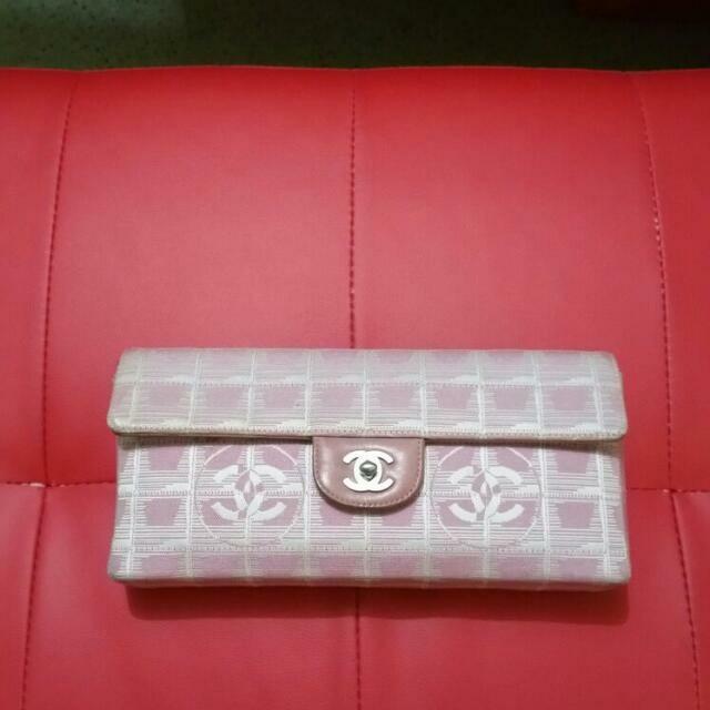dea75d72ff8d Chanel Pink Quilted Nylon CC Logo Travel Line East West Clutch ...