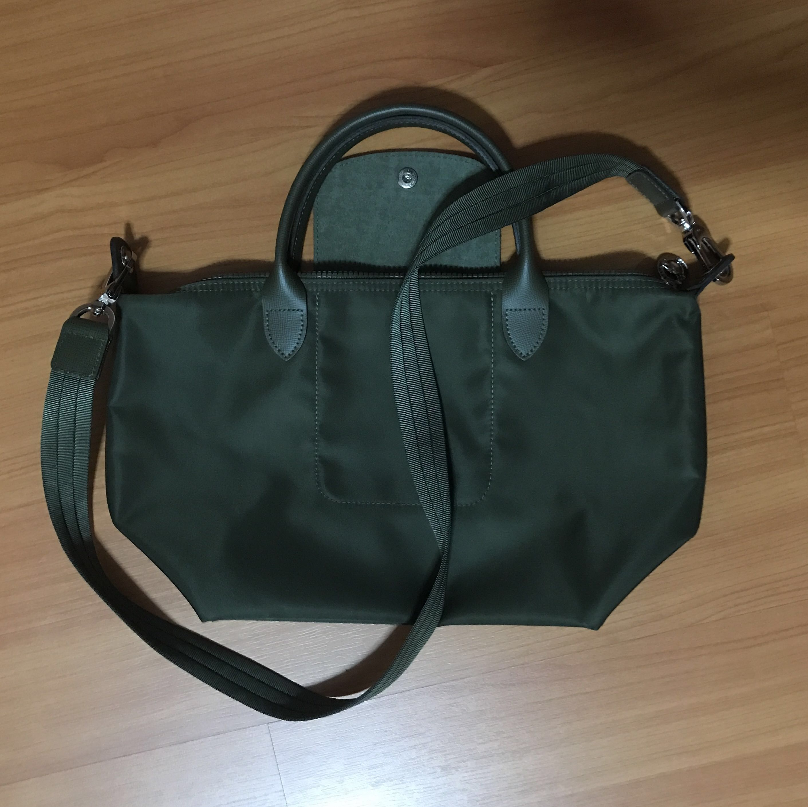 9088fb331b Long Champ Le Pliage Neo Small Olive Green, Women's Fashion, Bags &  Wallets, Handbags on Carousell
