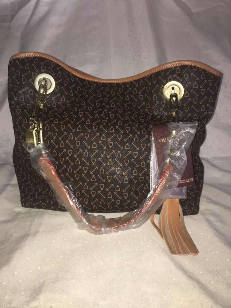 7303993aabc Oufilasi Tote Bag, Women s Fashion, Bags   Wallets on Carousell