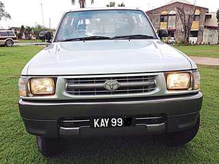 Toyota Hilux 4X4 Diesel 2.8(M) Call:0174022998 TQ