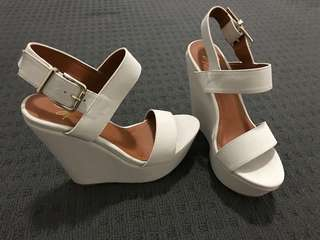 Spurr Wedges Black and White