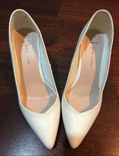 Sepatu high heels newlook