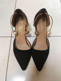 Sepatu High Heels Pearls Warna Hitam dari Batam