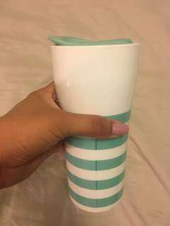 Striped ceramic tumbler with strainer