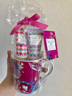 Floral gift set from UK #mcsfashion