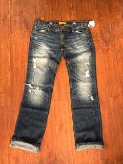 Boyfriend tattered jeans