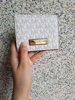 Repriced - 💯Michael Kors Vanilla Bifold Wallet