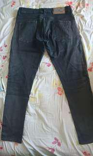 Skinny jeans hitam belel