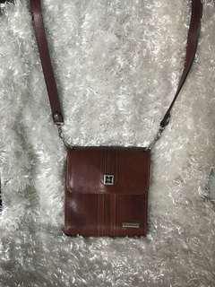 Monroy sling wallet bag
